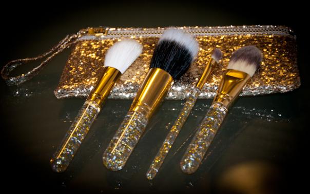 Resultado: Sorteio kit de pinceis de maquiagem Santa Lolla!
