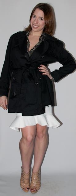 Look do dia: como usar saia peplum, blusa transparente estampa de cobra, trench coat e sandalia nude schutz bolsa gucci. Blog de moda