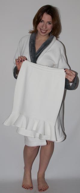 Look do dia: como usar saia peplum, blusa transparente estampa de cobra, trench coat, sandalia nude schutz e bolsa gucci. Blog de Moda