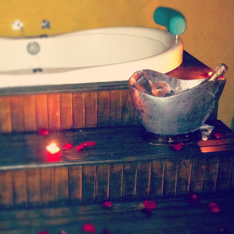 Levitando no Resort Dois Santos – um ano de namoro!