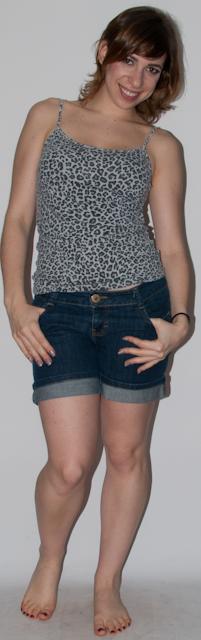 Blog de moda: como usar hot pants, estampa de oncinha e cinto com camisa jeans e sapato anabela. Look do dia