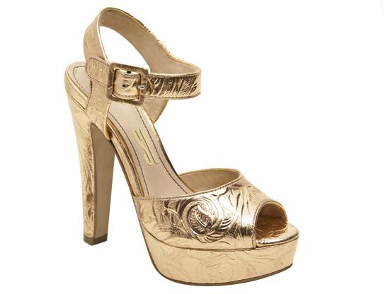 sandália dourada em arabesco Santa Lolla - sapato para casamento na praia - o que vestir para casamento na praia