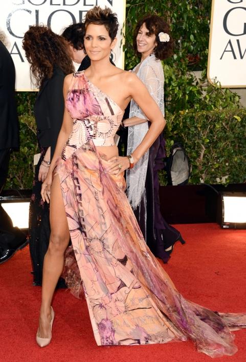 Tapete Vermelho Golden Globes 2013 - Halle Berry - Versace - blog de moda