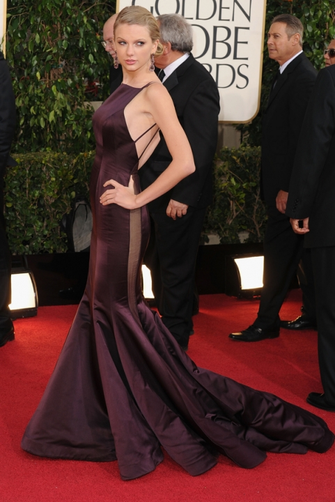 Tapete Vermelho Golden Globes 2013 - Taylor Swift- Donna Karan - blog de moda
