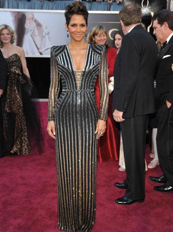 Tapete vermelho - looks Oscar 2013 - Halle Berry - Versace