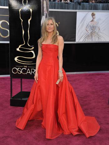 Tapete vermelho - looks Oscar 2013 - Jennifer Aniston Valentino