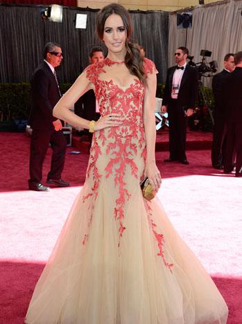 Tapete vermelho - looks Oscar 2013 - Louise Roe - Monique Lhiullier