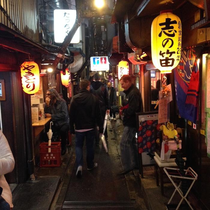 Dicas de Tóquio - viagem para o japão - golden gai a noite